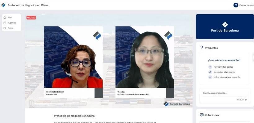 hermínia santisteban, responsable de formació al client del port de barcelona, i yuan gao, en la sessió formativa.