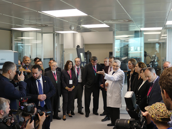 el ministro pedro duque inaugura 3d factory incubator en el consorci de la zona franca